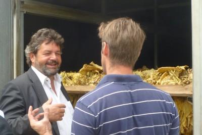 Reinhold Pix zu Besuch bei Jochen Adam, dem Vorsitzenden des Landesverbands baden-württembergischer Tabakpflanzer e.V.